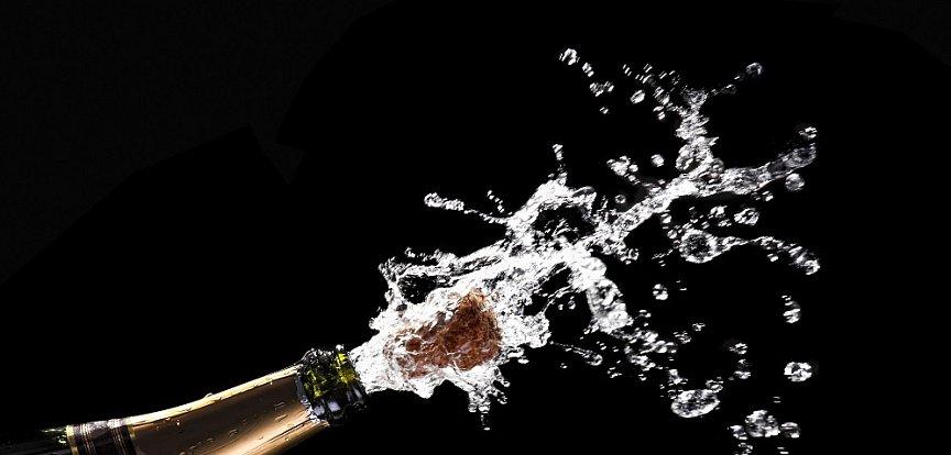 Takto si mohli 170 staré šampaňské otevřít jen bohatí zájemci, kteří nelitují vydat půl milionu za jedinou lahev.