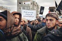 Plakát sděluje, že Alláh odmění ty, kteří jsou trpěliví. Mladí muži jsou salafističtí džihádisté a příslušníci radikálních odštěpeneckých skupin, které vyzývají k ozbrojenému boji proti nemuslimům. Sh