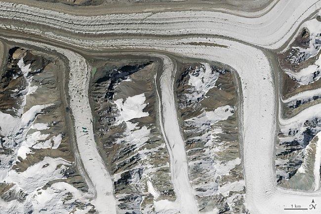 Písmeno M – Ledovce v horách Tian Shan v Kyrgystánu