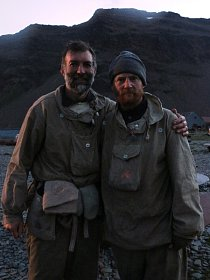 Vedoucí týmu Tim Jarvis a horolezec Barry Gray