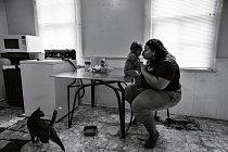 Tiffany Painterová tráví něžné okamžiky se svým šestiměsíčním synem Taevonem doma vPittsburghu vPensylvánii. Posnídani připravené zrýžových cereálií, ovoce adžusu se bude Taevon dívat na hudební videa.