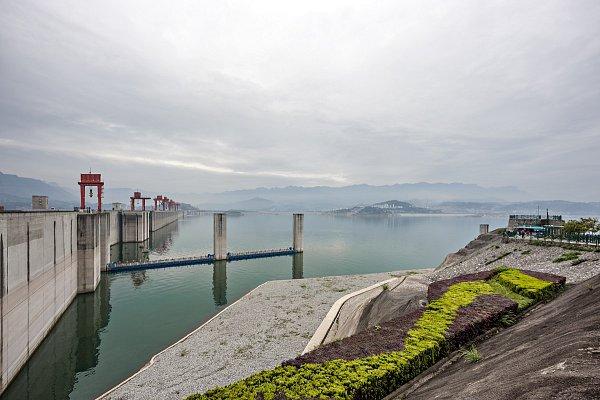 Čínská přehrada Tři soutěsky