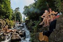 Vletních měsících šumí veViktoriaparku večtvrti Kreuzberg umělý vodopád. Čtvrť je pojmenována podle železného kříže (Kreuz) navrcholu kopce (Berg), vztyčeného naoslavu Napoleonovy porážky vroce 1815.