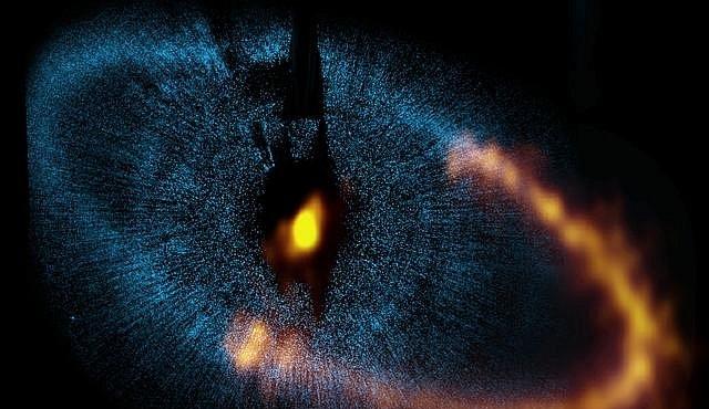 Záhadný disk hvězdy Formalhaut. Vznikají zde planety?