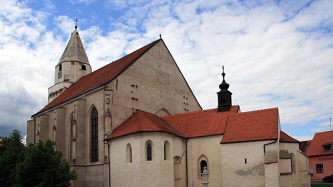 Kostel v Hnanicích je nejoriginálnější sakrální stavbou v Česku. Uvidíte tři svatyně v jednom