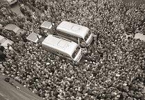 Odjezd na asijskou expedici 22. dubna 1959. Do prostoru mezi Autoklubem v Opletalově ulici a hlavním (Wilsonovým) nádražím se sešlo na 5 000 lidí.