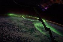 Velitel Expedice 48 Jeff Williams z NASA zachytil 25. června 2016 polární záři nad jižní Austrálií.