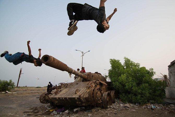 Tanky a rozbombardované budovy jako ideální místo k tréninku parkouru.