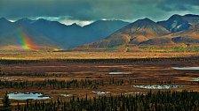 Aljaška si nás zkrátka získala. Cestou z Anchorage do Valdez nám takřka pořád pršelo. Když pak déšť na pár minut ustal, zastavili jsme a jen se tiše kochali výhledem na dech beroucí vrcholky hor...