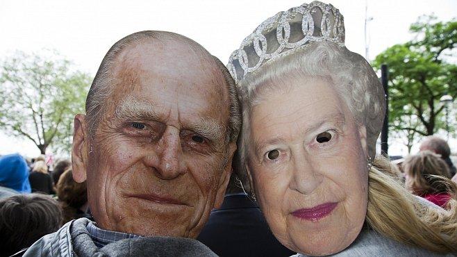 Oslavy Alžběty očima Líby Taylor: Nezdolná královna, nemocný Phillip a déšť a déšť a déšť