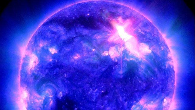 Nejsilnější sluneční erupce za posledních sedm let mohou rušit satelity i rádio