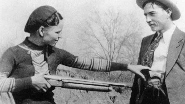 Milenecká, lupičská dvojice Bonnie Parkerová a Clyde Barrow.