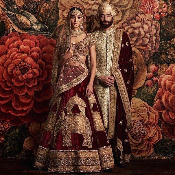 Tradiční indické svatební šaty jsou červené nebo růžové. Po obřadu si ženy  malují tradiční červenou 10cff915b2b