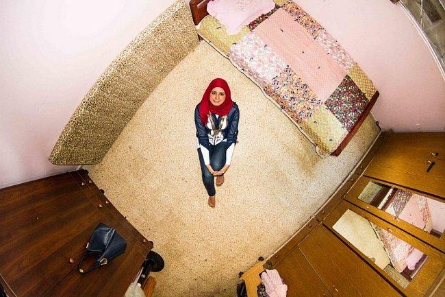 Velmi skromně vypadá ložnice Sabriny (27), která pracuje v libanonském Bejrútu jako učitelka v mateřské školce.
