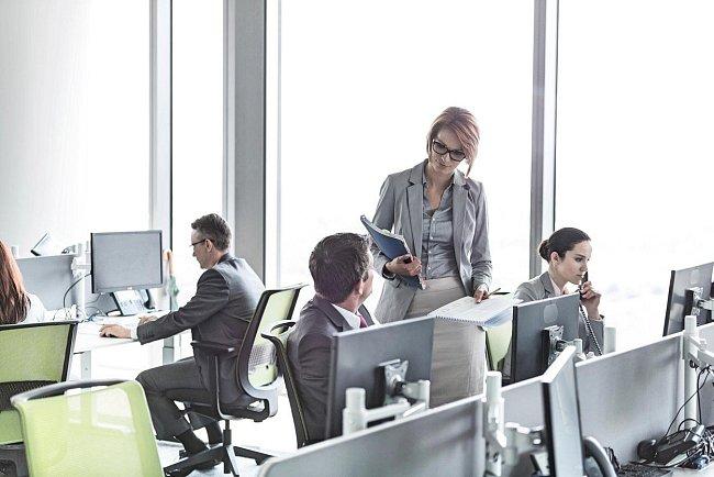 Tři čtvrtiny zaměstnanců podle průzkumů v otevřených kancelářích trpí.