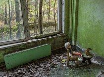 Po jaderné havárii v roce 1986 zůstalo nedaleké ukrajinské město Pripjať opuštěné. Dnes je toto bezútěšné místo otevřené turistům. Mezi pamětihodnostmi jsou i návštěvníky naaranžované znepokojivé výjevy s panenkami.