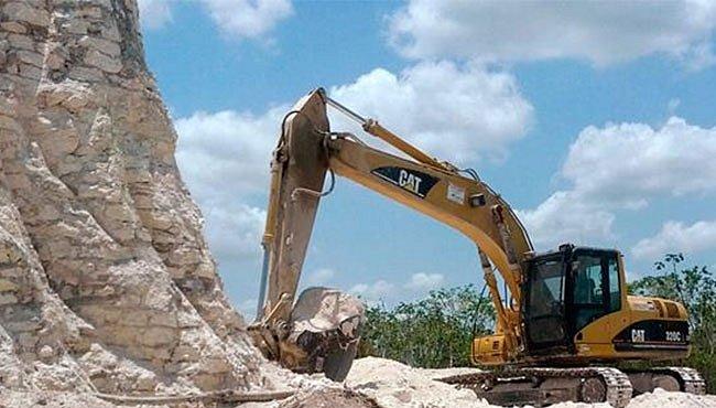 Jedna z největších mayských pyramid skončila jako drť pro stavbu silnice