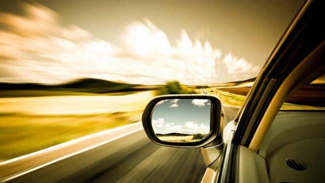 Na co budeme jezdit? O slovo se hlásí auta na vodík, vzduch i světlo