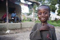 Úsměv z tváří nezmizel. Kupodivu. (Mambudu, Sierra Leone)