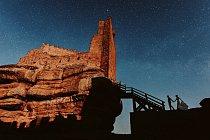 Ruku v ruce na hrad Peracense v severním Španělsku.