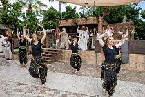V parku Holy Land Experience (Zážitek ze Svaté země) přehrávají řadu krátkých představení ze života Ježíše. Mnozí vystupující jsou profesionální tanečníci a herci.