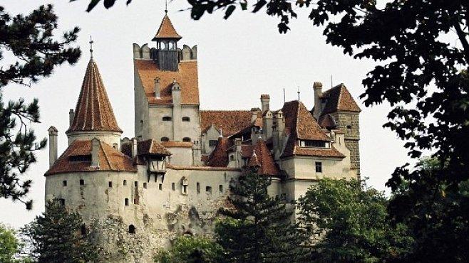 Hrady Vlada Drákuly: Kámen i krev uprostřed lesů a hor