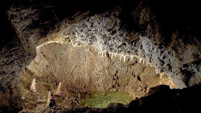 Zbrašovské aragonitové jeskyně: krása plynových jezírek