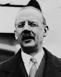 G. H. Grosvenor, první editor na plný úvazek a ten, kdo chtěl mít z NG kultovní časopis.