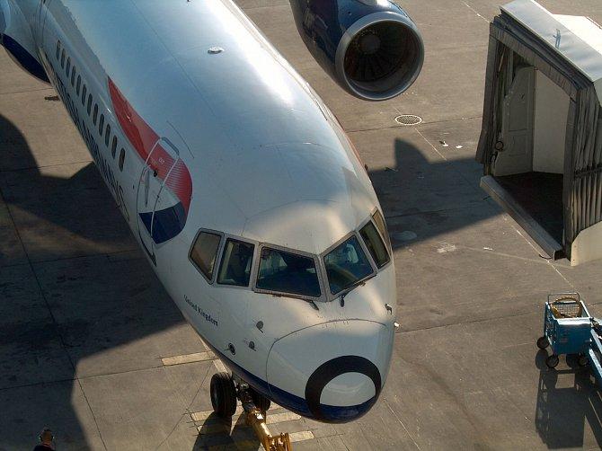 Letiště Heathrow má 5 terminálů a 231 gatů, nabízí i několik letištních salonků, které zpříjemní dlouhé čekání.