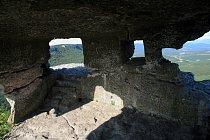 Skalní obydlí v Mangup-Kale