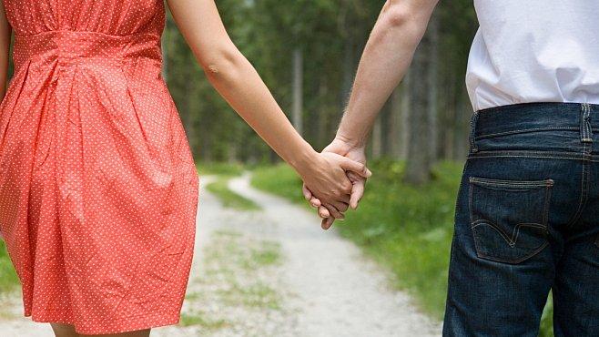 Hledáte podstatu lásky? Odhalte ji spolu s chemikem a profesorem literatury už ve čtvrtek