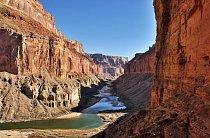 Raftový průvodce Tomáš Mähring vás vezme na cestu dlouhou 450 km Grand Canyonem po Colorado River.