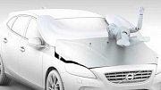 VIDEO: První airbag pro chodce. Bude ho mít auto, kterého bude myslet za řidiče