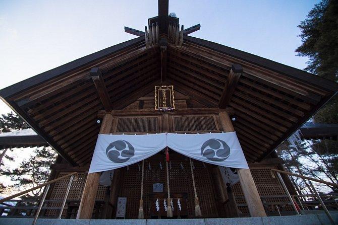 Sapporo je hlavním městem ostrova Hokaido a kromě pořádání Olympijských her je ve světě známé pro svůj každoroční Sněžný festival, který do města přilálá idva miliony turistů zcelého světa.