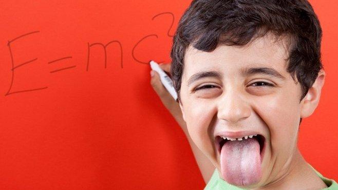 Chcete geniální děti? Mějte je dva roky po sobě, tvrdí ekonomka