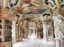 Bibliothek der Benediktinerabtei, Metten, Německo: Knihovna opatství Metten, je považovaná za jednu z nejkrásnějších na světě. Fondy obsahují 150 000 svazků teologických, historických a filozofických spisů a je otevřená pro skupinové prohlídky.