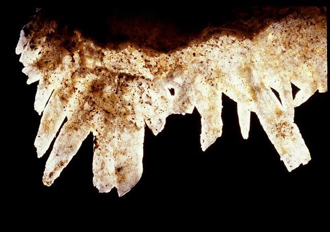 Ploché agregáty krystalů křemene