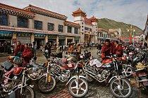 Šeršül je díky rostoucímu obchodu s jarca günbu na vzestupu. Mnozí tibetští sběrači dorazí do městečka na motocyklech, za které zaplatili ze zisku.