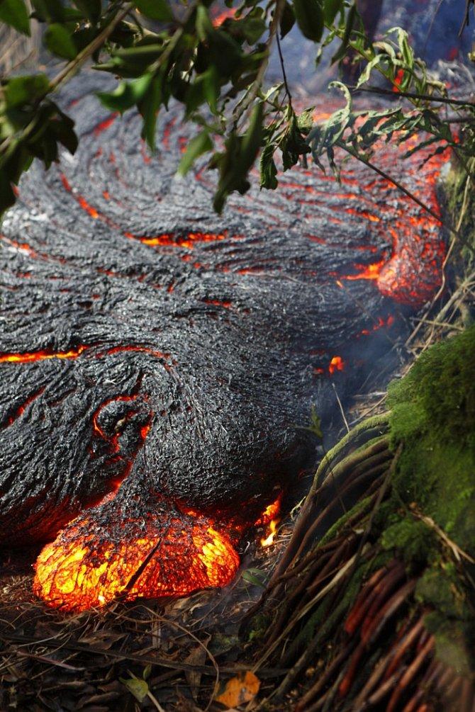 Proudy lávy na Havaji zásahly izemědělskou oblast