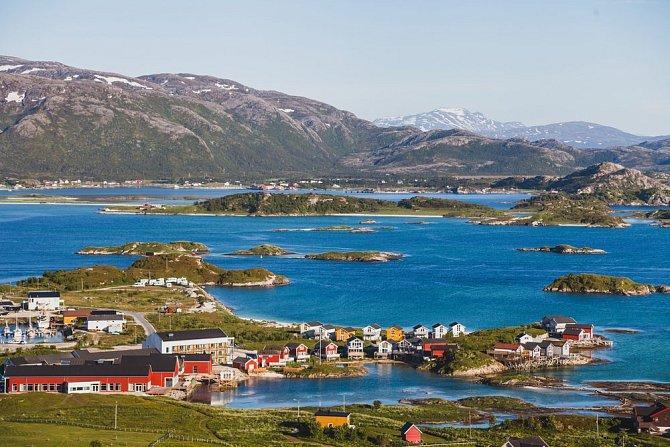 Sommarøy - místo, kde v letních měsících slunce za obzor nezapadá.