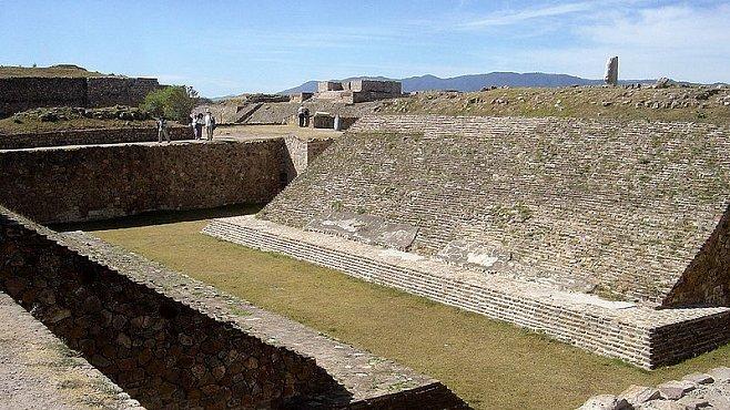 V Mexiku byla objevena 1 000 let stará hřiště na míčové hry