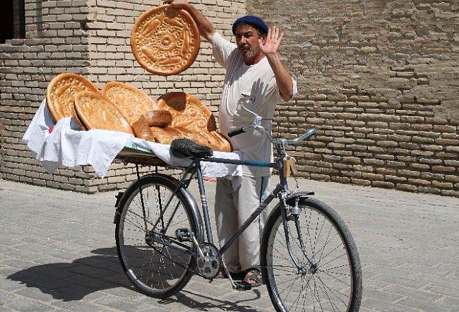 Každý chléb je unikát (Buchara, Uzbekistán)
