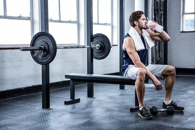Mnoho sportovců konzumuje BCAA samostatně, obvykle ve formě směsi – prášku smíchaného s vodou – kterou popíjejí během tréninku.