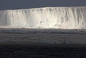 """Rossův šelfový ledovec má rozlohu 472 960 kilometrů čtverečních (Česká republika """"jen"""" 78 866 km²)."""