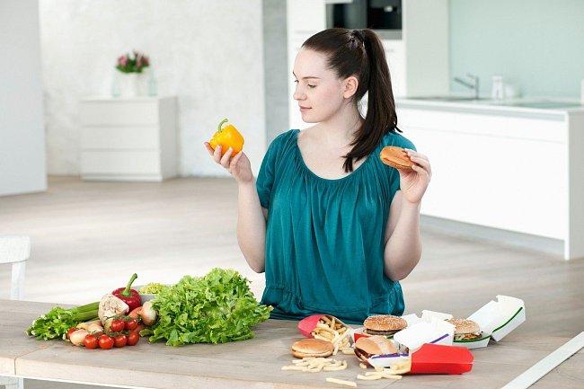 Kalorická, a nutričně chudá jídla neovlivňují jen to, jak vypadáme.