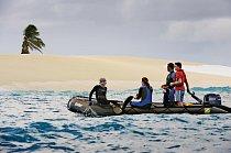 Anglický název Liniových ostrovů (Line Islands) byl odvozen od námořnického výrazu označujícího rovník – the line: leží totiž přímo na rovníku. Maldenův ostrov je nad hladinou většinou holý a pustý. H