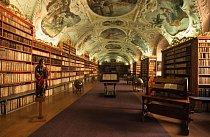 Nejstarší část pražské Strahovské knihovny, tzv. Teologický sál, vznikl v letech 1671 až 1674 podle návrhu G. D. Orsiho. Je v něm uloženo přes 18 000 svazků.