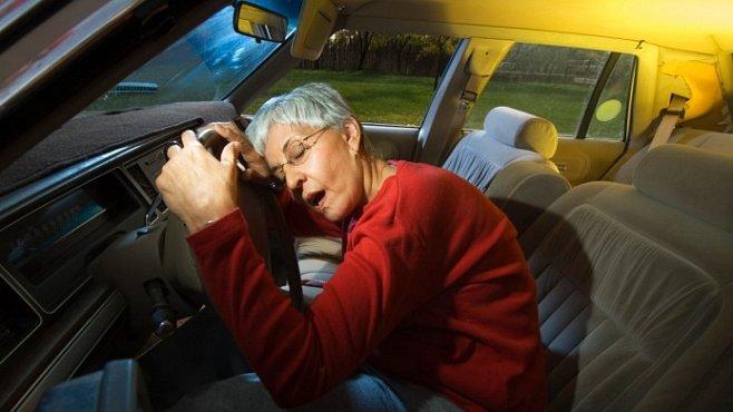 Ti, kdo dlouho spí, se mohou vymlouvat na geny. No konečně