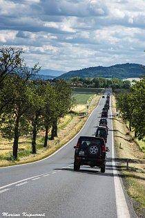 Dnes je Land Rover terénní legendou. LR Cup je v České republice jediným tradičním setkáním majitelů vozů, které na našich silnicích běžně nepotkáte.