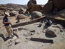 Odkrývání unikátního pohřebiště na lokalitě Sfinga, pohoří Sabaloka, výzkumy ČEgÚ.